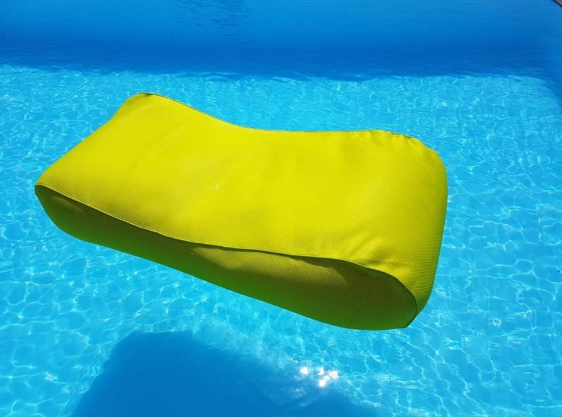 Lettino da piscina in tessuto giallo