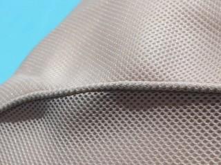 Lettino galleggiante per piscina in tessuto tecnico alveolare colore bianco sporco