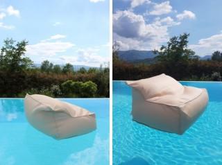 Cuscino galleggiante in tessuto a forma di poltrona colore tortora