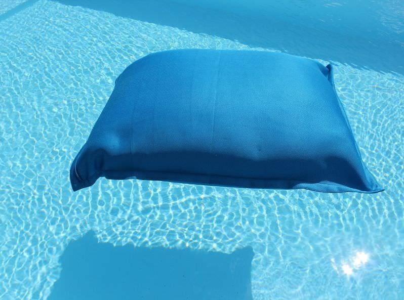 Cuscino galleggiante in tessuto turchese