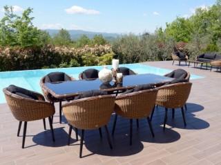 Tavolo per esterno di design otto posti