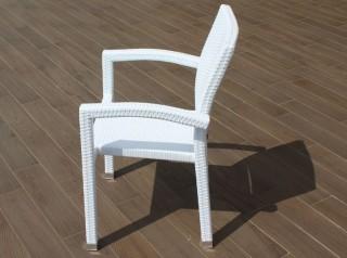 Sedia da esterno in rattan bianco