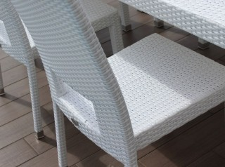 Tavolo da giardino in rattan bianco