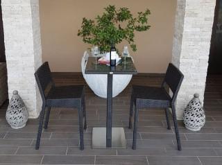 Sgabelli alti per esterno con tavolo