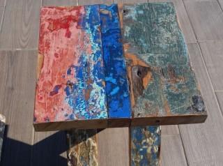 Tavolo con sgabelli in legno di barca