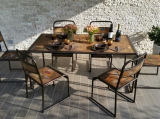 Tavolo con sedie industrial in legno di barca