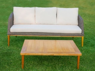 Gambe e tavolo in legno di acacia