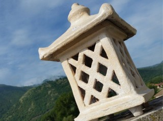 Lanterna in terracotta stile giapponese