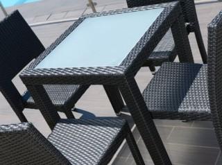 Tavolo per esterno con ripiano in vetro