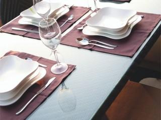 Tavolo di design in fibra sintetica