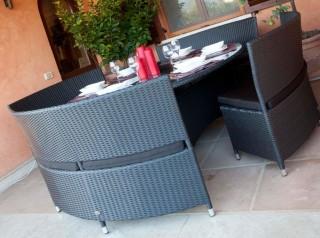 Tavolo tondo da esterno con panche