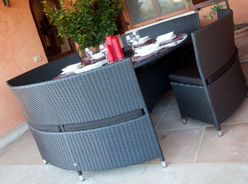 Tavolo Rotondo Da Esterno.Tavolo Design Per Esterno Tondo Con Panche In Rattan Santa Clara