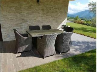 Tavolo e sedie da giardino in rattan sintetico tondo