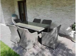 Tavolo e poltrone da giardino in rattan sintetico tondo